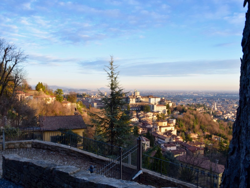 Veduta panoramica di Bergamo Alta dal Colle di San Vigilio