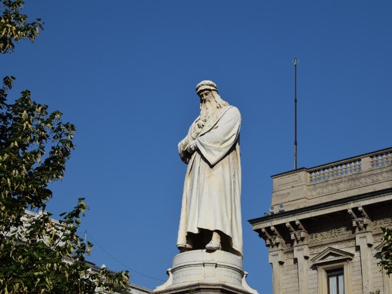 Monumento a Leonardo da Vinci in piazza della Scala