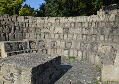 Parco Sempione - Accumulazione musicale e seduta, di Arman