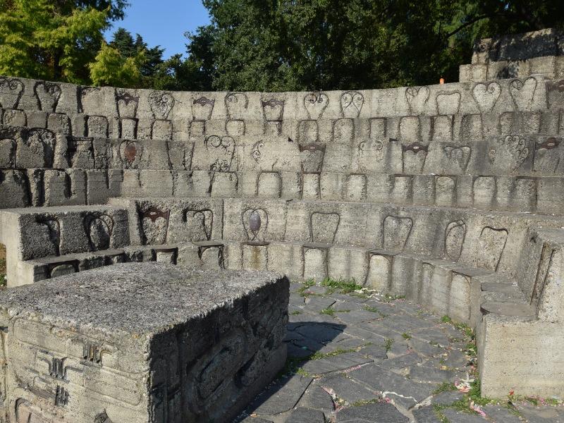 Parco Sempione, Accumulazione musicale e seduta, di Arman