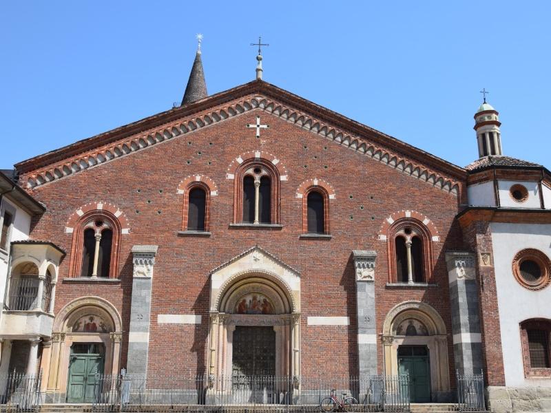 Basilica di Sant'Eustorgio, facciata