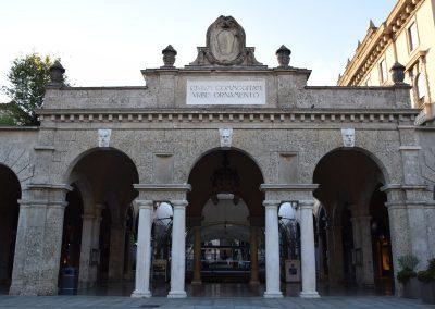Bergamo Bassa - Sentierone, particolare del quadriportico verso piazza Dante