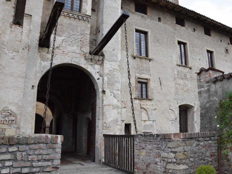 Cavernago, Castello di Malpaga, ponte levatoio a sud