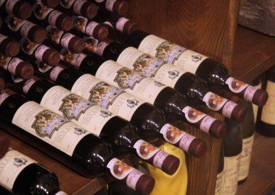 Villa Pagnoncelli, bottiglie stese